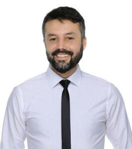 İbrahim Cansever  Bitcoin Robotları Yazılımları Danışmanlığı yapmaktadır. Cansever Kurumsal Hizmetler A.Ş. yönetim kurulu başkanıdır. Gayrimenkul Alım Satım- TMGD Eğitmeni- A Sınıfı İş Güvenliği uzmanı -Asbest Söküm Uzmanı olarak Antalya 'da ikamet etmektedir.